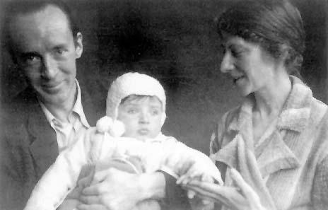 http://gatchina3000.ru/literatura/nabokov_v_v/img/Nabokov-son_Dmitri-Vera_Berlin-1934.jpg